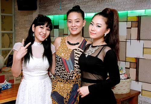 Hiếu Hiền tình tứ hôn Phạm Thanh Thảo - 4