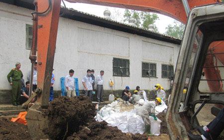 Chôn thuốc trừ sâu: Dừng khai quật vì thiếu tiền - 1