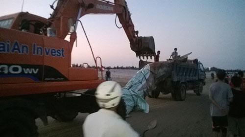 Thanh Hóa: Tổ chức lễ tang cho cá voi khổng lồ - 10