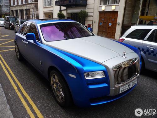 """""""Người ăn xin"""" dựa nắp ca-pô Rolls-Royce đại gia - 5"""