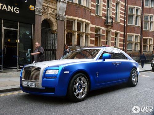 """""""Người ăn xin"""" dựa nắp ca-pô Rolls-Royce đại gia - 8"""