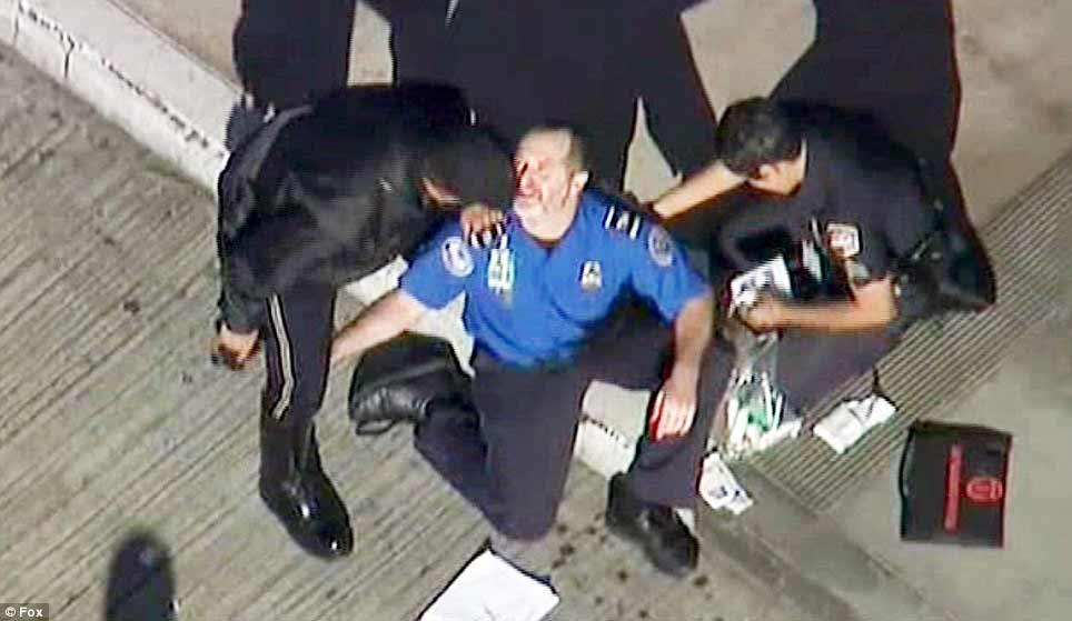 Mỹ: Đấu súng dữ dội tại sân bay, 1 người chết - 3