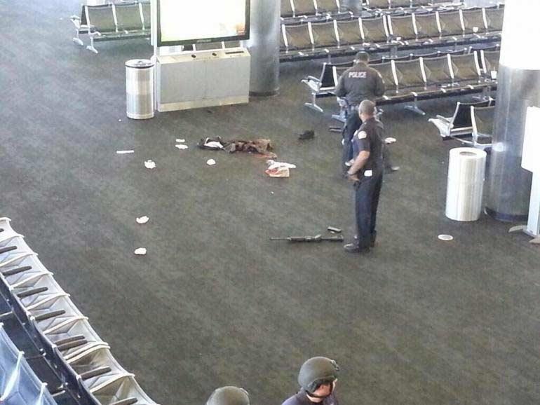 Mỹ: Đấu súng dữ dội tại sân bay, 1 người chết - 1
