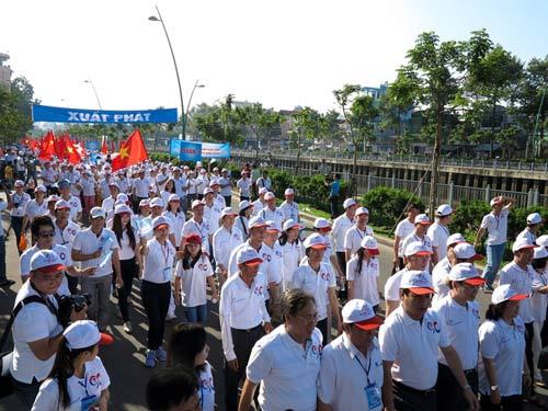 2013 người đi bộ chào đón công dân thứ 90 triệu - 1