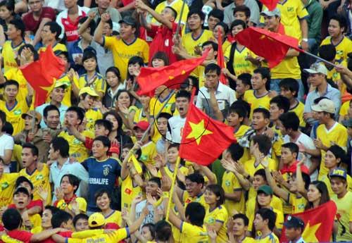 Bị hành hung, fan SLNA tẩy chay BTV Cup - 3