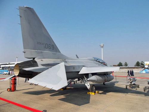 """Hàn Quốc khoe một loạt vũ khí """"khủng"""" - 7"""