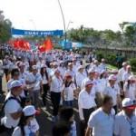 Tin tức trong ngày - 2013 người đi bộ chào đón công dân thứ 90 triệu