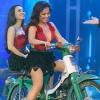 Minh Tuyết, Cẩm Ly đi xe máy trên sân khấu