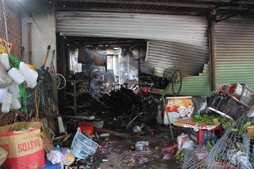 Cháy cửa hàng trong đêm, 1 nhà 4 người chết - 1