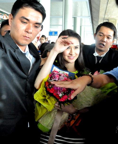 Mỹ nữ đẹp nhất Philippines thân thiện với fan Việt - 11