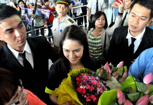 Mỹ nữ đẹp nhất Philippines thân thiện với fan Việt - 7