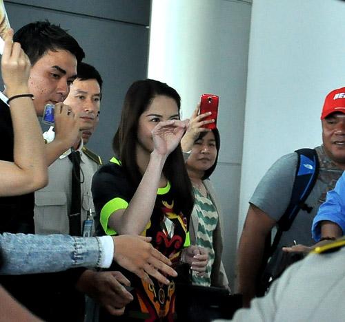 Mỹ nữ đẹp nhất Philippines thân thiện với fan Việt - 3