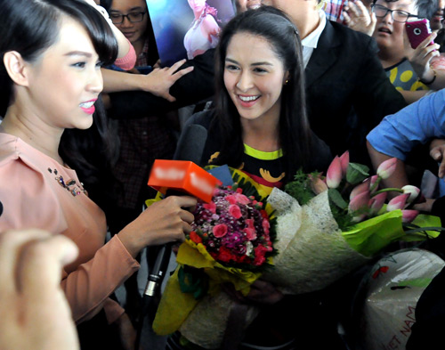 Mỹ nữ đẹp nhất Philippines thân thiện với fan Việt - 15