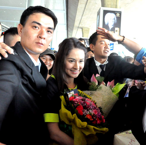 Mỹ nữ đẹp nhất Philippines thân thiện với fan Việt - 13
