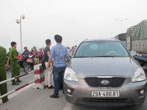 Vụ BS vứt xác: Nghi vấn dấu vết trên xe ô tô - 4