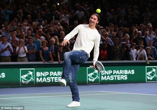 Ibrahimovic biểu diễn đánh tennis với Nole - 3