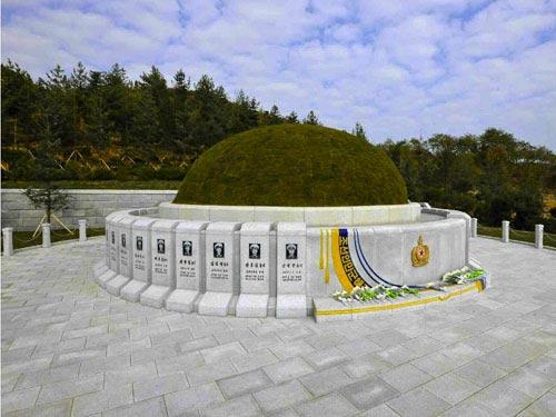 Kim Jong-un viếng mộ 30 người lính chết bí ẩn - 3