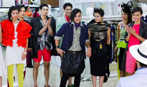"""Kim Thoa bị ví là """"thảm họa thời trang"""" - 1"""