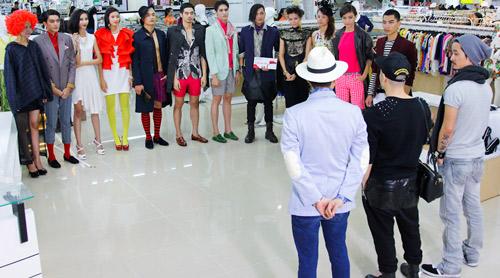 """Kim Thoa bị ví là """"thảm họa thời trang"""" - 2"""