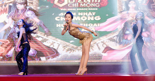 """""""Hoa mắt"""" vì Hoàng Thùy Linh - 1"""