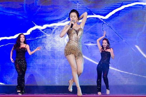 """""""Hoa mắt"""" vì Hoàng Thùy Linh - 2"""