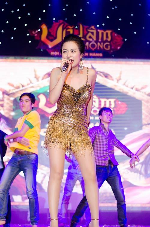 """""""Hoa mắt"""" vì Hoàng Thùy Linh - 13"""