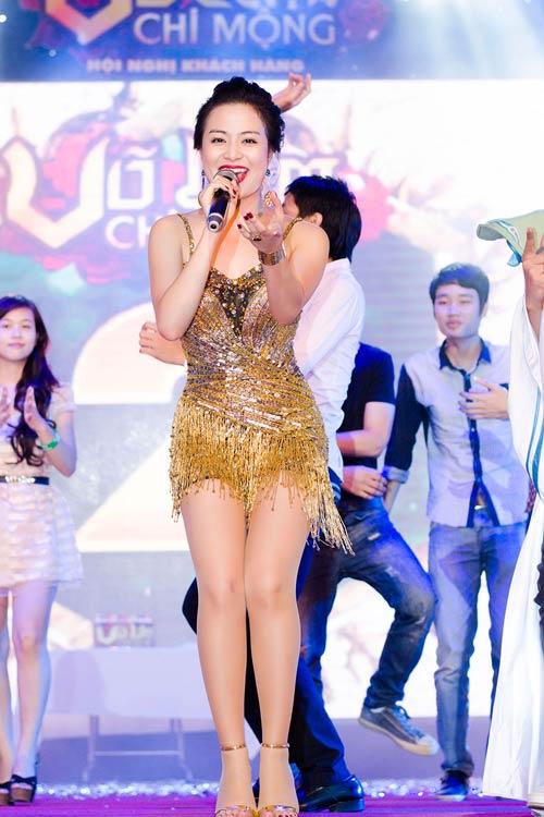 """""""Hoa mắt"""" vì Hoàng Thùy Linh - 14"""
