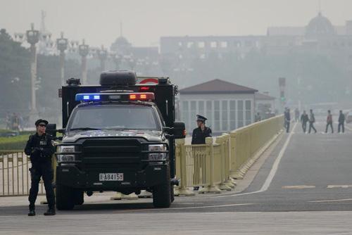 Vụ Thiên An Môn: Tư lệnh Tân Cương mất chức - 2