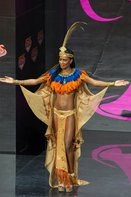 Ngợp vì váy dân tộc tại Miss Universe - 8