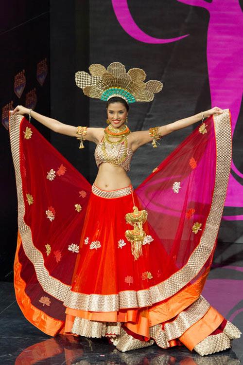 Ngợp vì váy dân tộc tại Miss Universe - 9