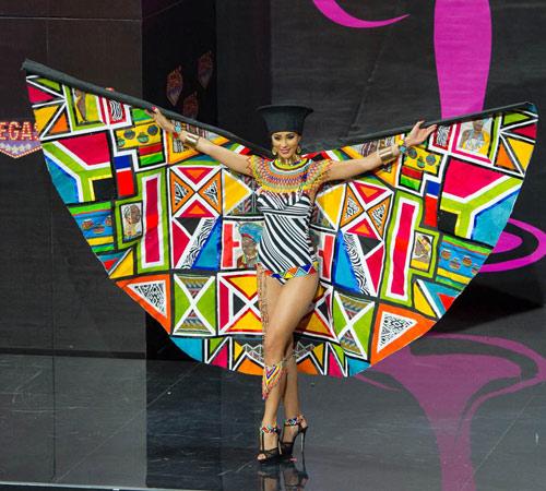 Ngợp vì váy dân tộc tại Miss Universe - 13