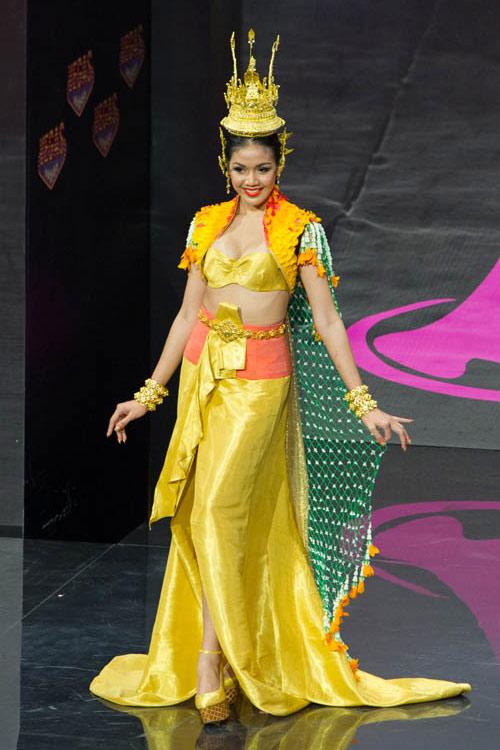 Ngợp vì váy dân tộc tại Miss Universe - 4