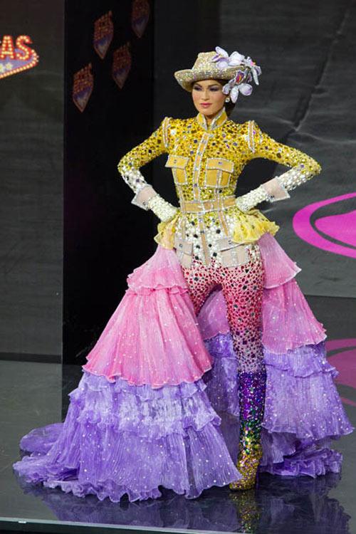 Ngợp vì váy dân tộc tại Miss Universe - 15
