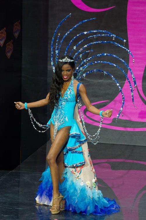 Ngợp vì váy dân tộc tại Miss Universe - 19