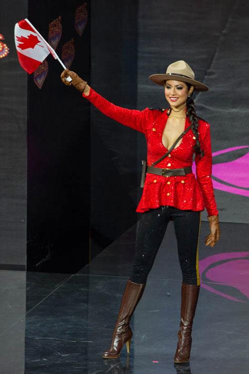 Ngợp vì váy dân tộc tại Miss Universe - 17