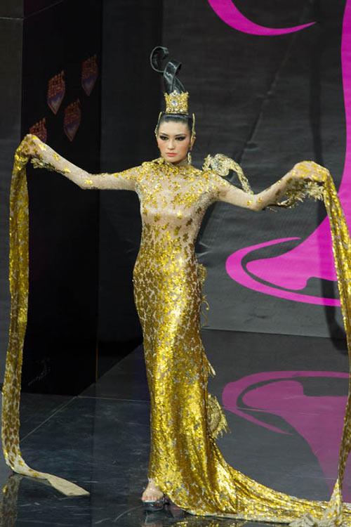 Ngợp vì váy dân tộc tại Miss Universe - 3