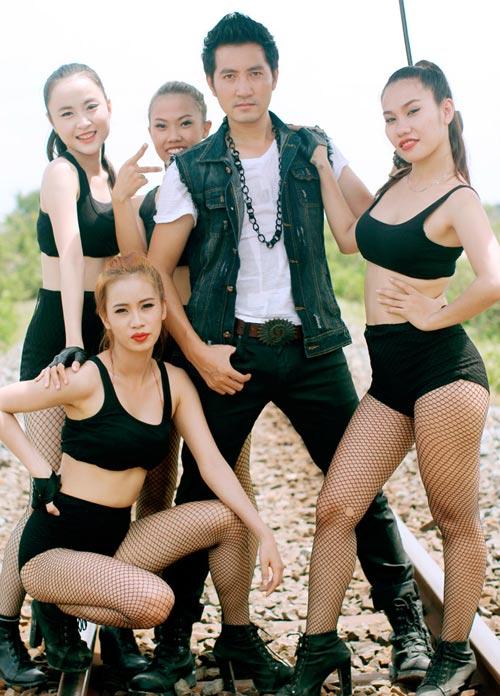 Nguyễn Phi Hùng nóng bỏng bên mẫu Tây - 3