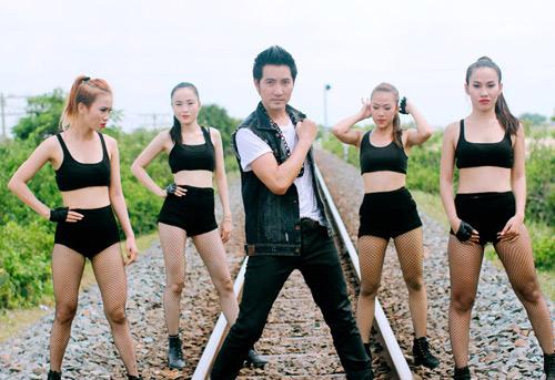 Nguyễn Phi Hùng nóng bỏng bên mẫu Tây - 4