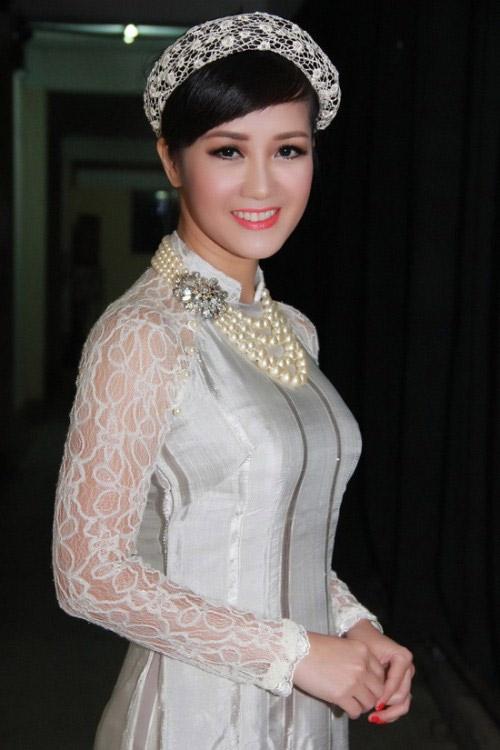 Nghệ sĩ Việt xót xa hướng về miền Trung - 1