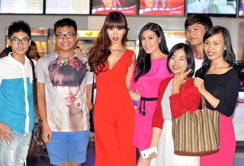 Hà Anh gợi cảm bên Kathy Uyên - 4