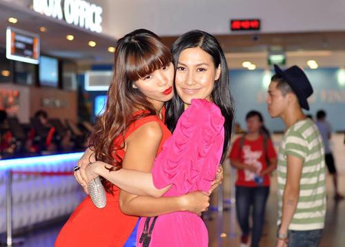 Hà Anh gợi cảm bên Kathy Uyên - 3