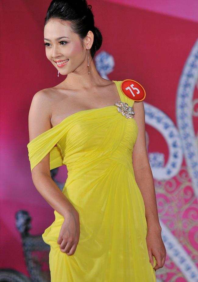 Tôn Nữ Na Uy sinh năm 1991, là cựu học sinh trường PTTH Nguyễn Huệ - Huế