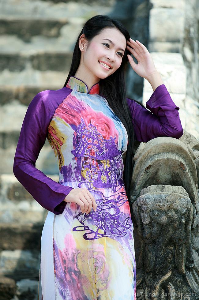 Cô sở hữu vẻ đẹp thuần khiết, dịu dàng của người con gái Huế