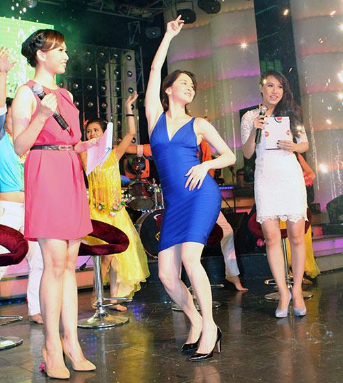 Mỹ nhân Philippines hết lòng chiều fan Việt - 2