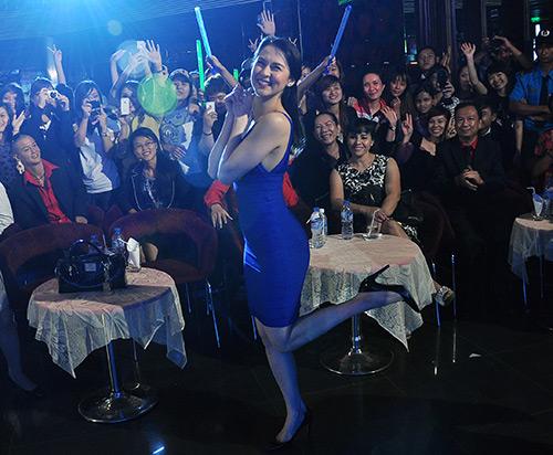 Mỹ nhân Philippines hết lòng chiều fan Việt - 15