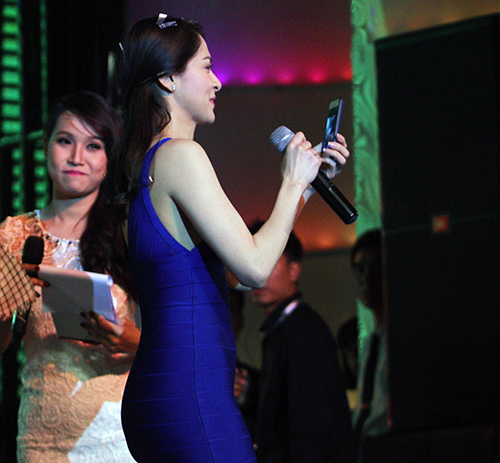 Mỹ nhân Philippines hết lòng chiều fan Việt - 12