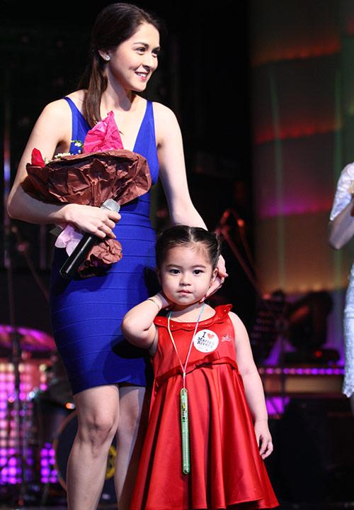 Mỹ nhân Philippines hết lòng chiều fan Việt - 5