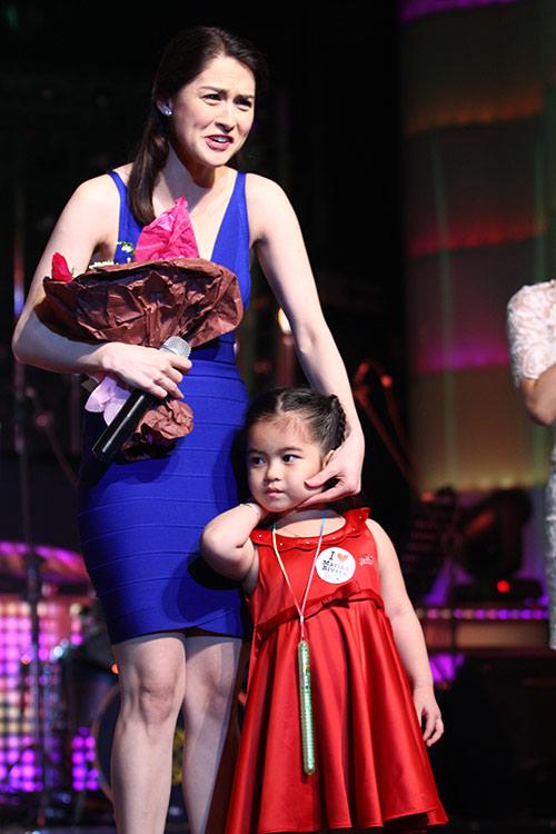 Mỹ nhân Philippines hết lòng chiều fan Việt - 6