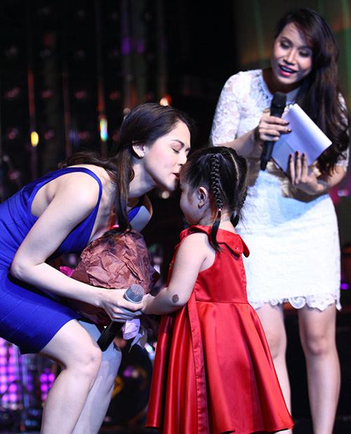Mỹ nhân Philippines hết lòng chiều fan Việt - 7
