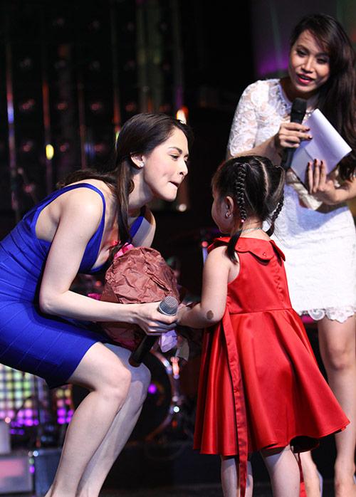 Mỹ nhân Philippines hết lòng chiều fan Việt - 8